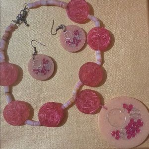 Jewelry - Coral colored necklace
